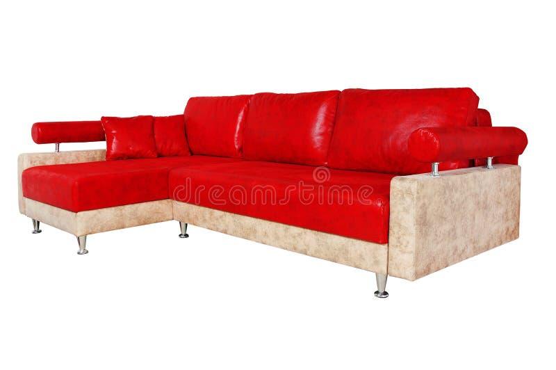 Sofà rosso molto piacevole isolato su bianco immagine stock libera da diritti