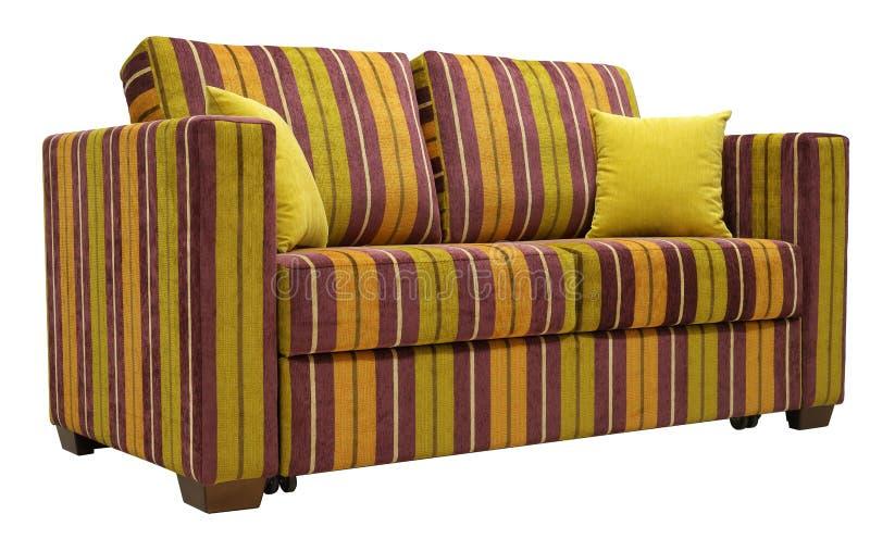 Sof? a strisce variopinto isolato su fondo bianco Sui cuscini decorativi gialli dello strato Angolo basso fotografie stock libere da diritti