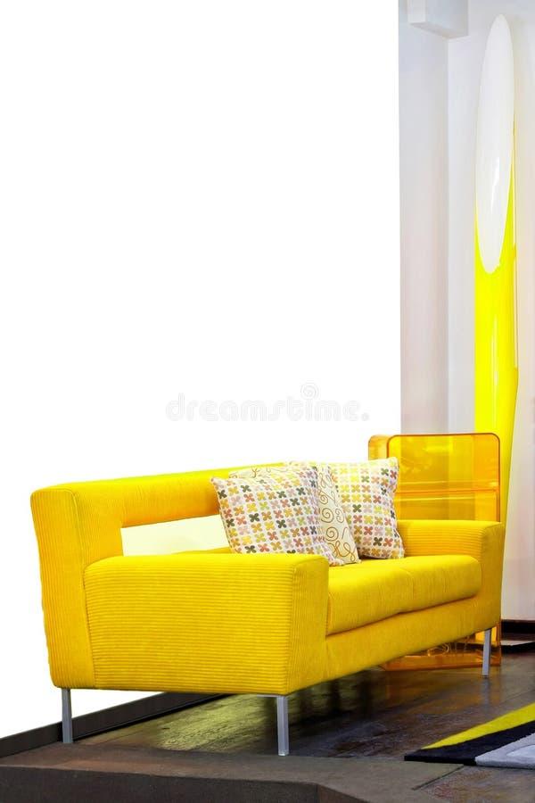 Sofá amarelo fotos de stock royalty free