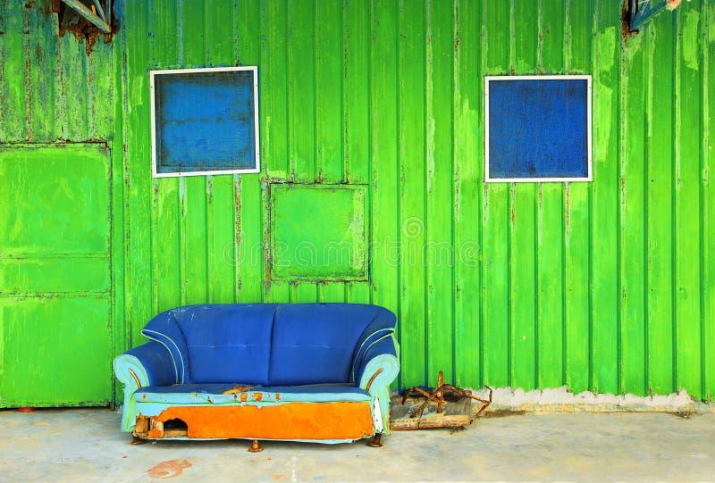 Download Sofá azul foto de stock. Imagem de quebrou, peito, deserted - 16865570