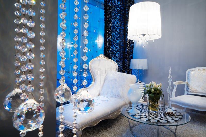 Sofá blanco hermoso fotografía de archivo libre de regalías
