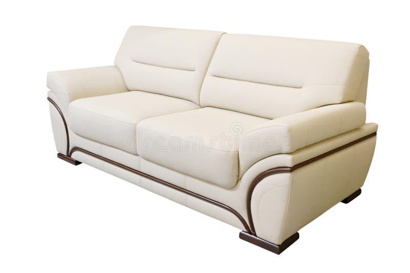 Sofá de couro do marfim isolado no fundo branco foto de stock