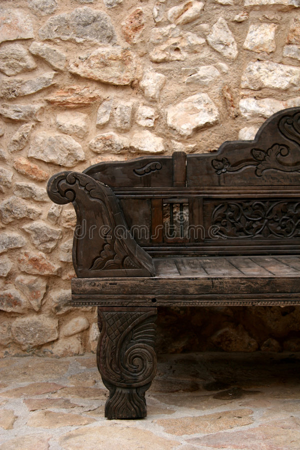 Sofá de madera fotografía de archivo