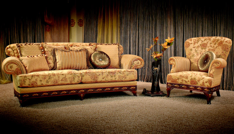 Sofá e poltrona do vintage imagens de stock royalty free