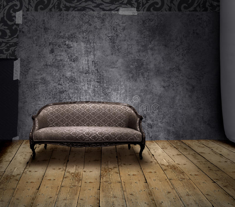 Sofá no quarto do mistério fotografia de stock royalty free
