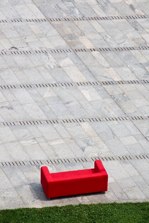 Sofá rojo foto de archivo