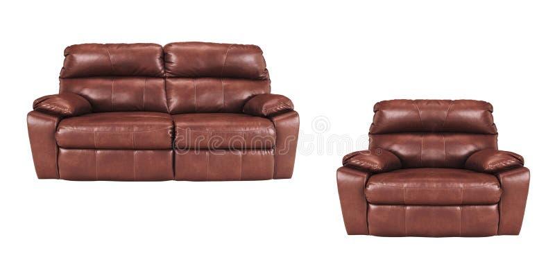 Sofá y silla aislados en blanco imagenes de archivo