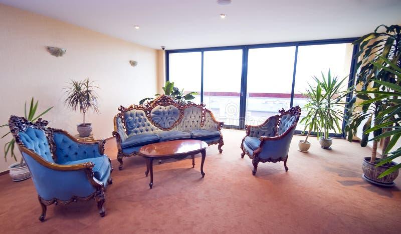 Sofás da entrada do hotel fotografia de stock royalty free
