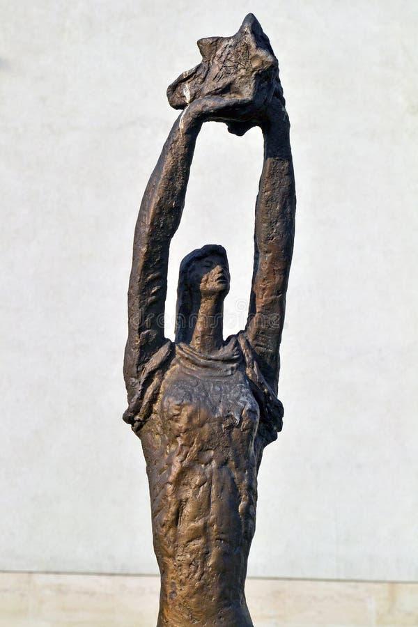 Sof?a/Bulgaria - noviembre de 2017: estatua de la Soviet-era en el museo del arte socialista foto de archivo