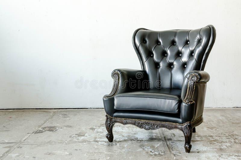 Sofa classique noir de style de cuir véritable image libre de droits