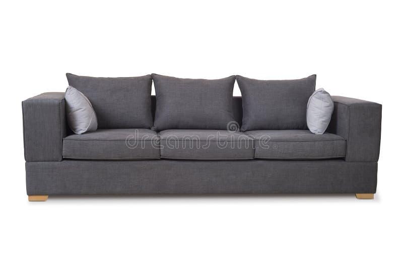 Sofa conçu moderne confortable de trois sièges avec le tissu brun-gris de couleur et oreillers sur le fond blanc image libre de droits
