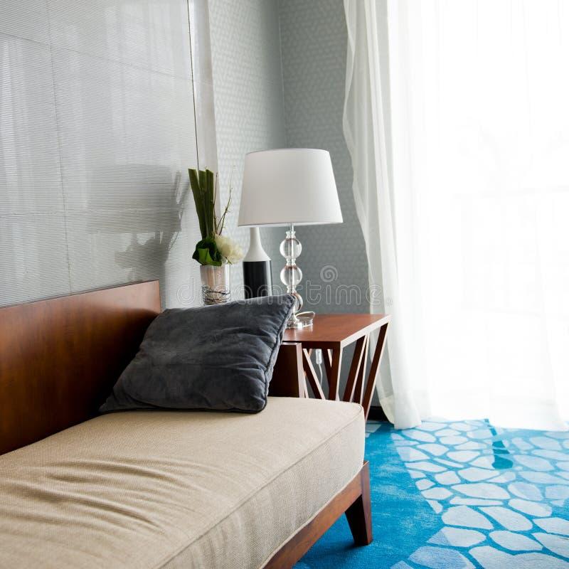 Sofa contemporain photographie stock libre de droits
