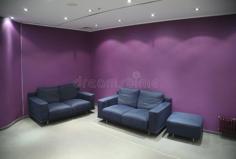 Sofa dans la chambre photographie stock