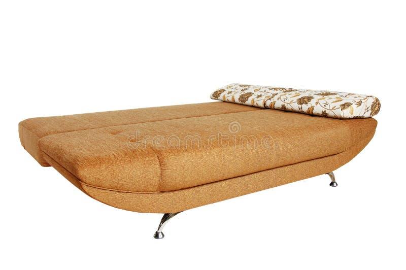 Sofa de Brown avec le capitonnage de tissu d'isolement photos libres de droits