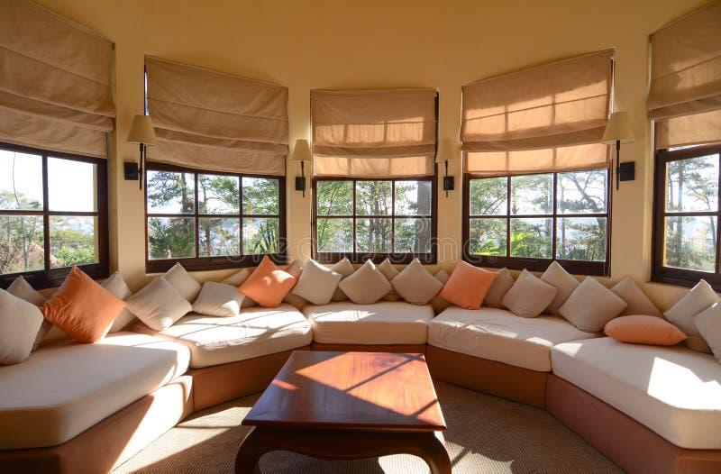 Sofa de tissu dans un salon classique photo stock image 67601570 Utilisation de tissus dans le salon