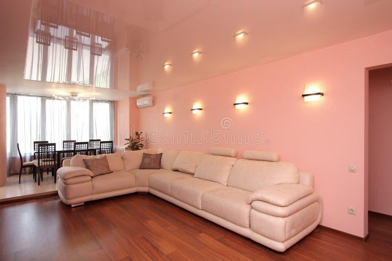 Sofa in einer Halle lizenzfreies stockfoto
