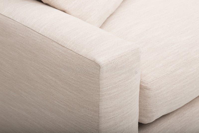 Sofa en cuir confortable de si?ges, sofa moderne de 2 seater dans le tissu gris-clair, 2-Seat sofa, sofa de coussin de plume, image libre de droits