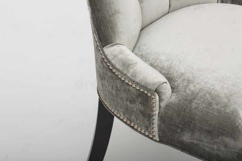 Sofa en cuir confortable de si?ges, sofa moderne de 2 seater dans le tissu gris-clair, 2-Seat sofa, sofa de coussin de plume, - i photo stock
