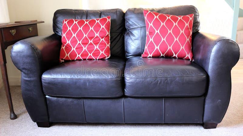 Sofa en cuir noir photo libre de droits