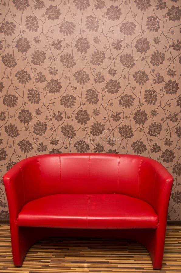 Sofa En Cuir Rouge Photos stock