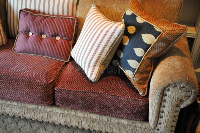 Download Sofa et oreillers image stock. Image du home, sofa, maison - 4492211