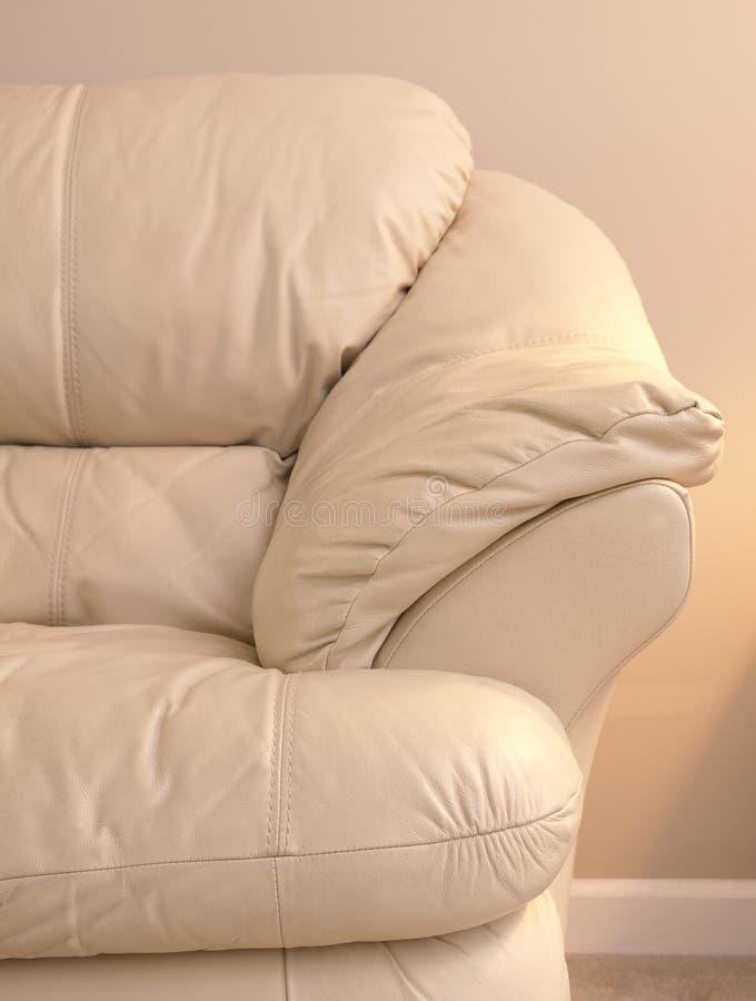 sofa för armlädersida arkivfoto