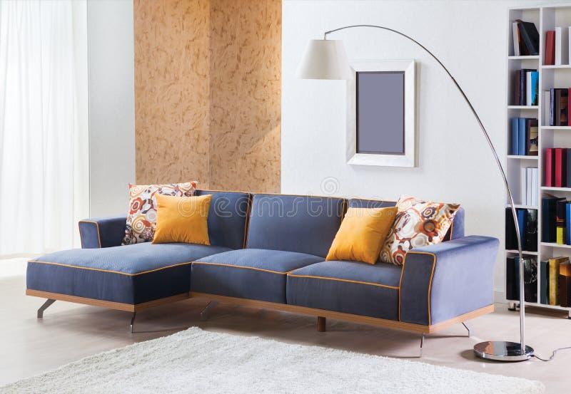 Sofa faisant le coin pour la maison photographie stock libre de droits