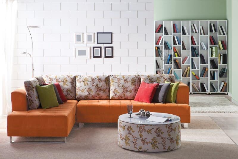 Sofa faisant le coin pour la maison images stock
