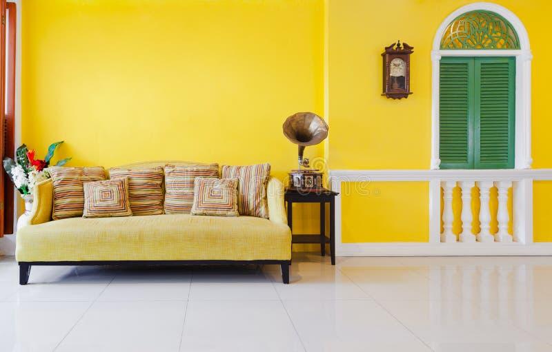 Sofa jaune photos libres de droits