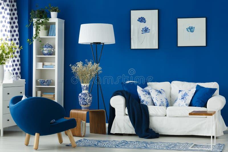 Sofa In Living Room stock afbeeldingen