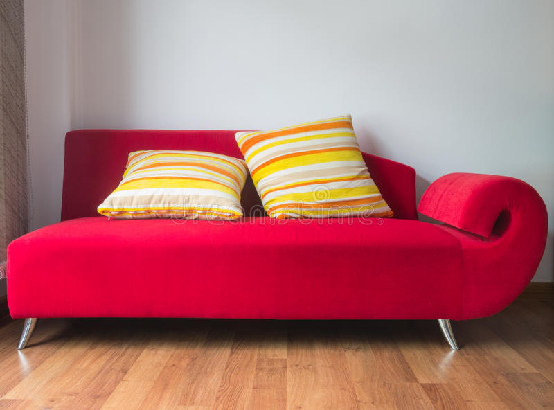 Sofa rouge photos libres de droits