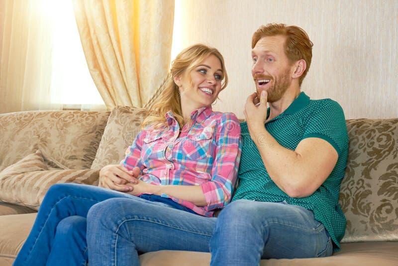 sofa siedząca pary obraz royalty free