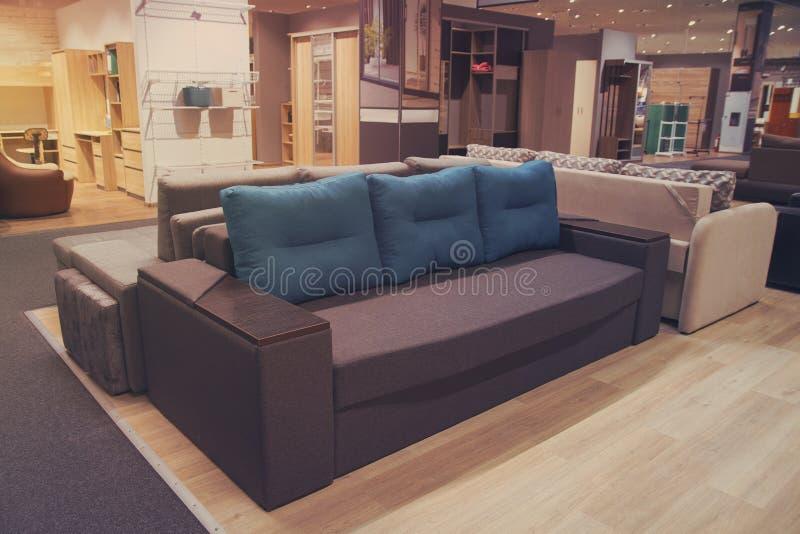 Sofas och andra möbler i lager arkivbild