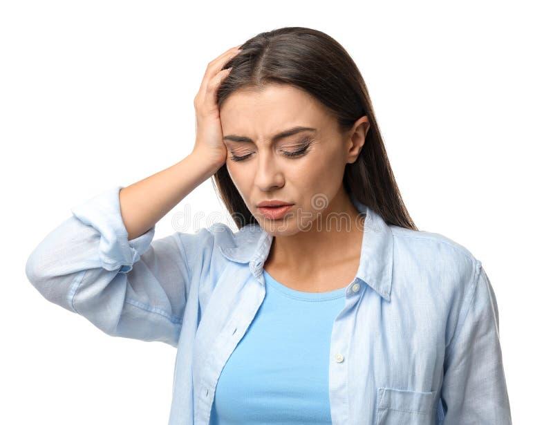 Sofferenza della donna dall'emicrania su fondo bianco immagine stock