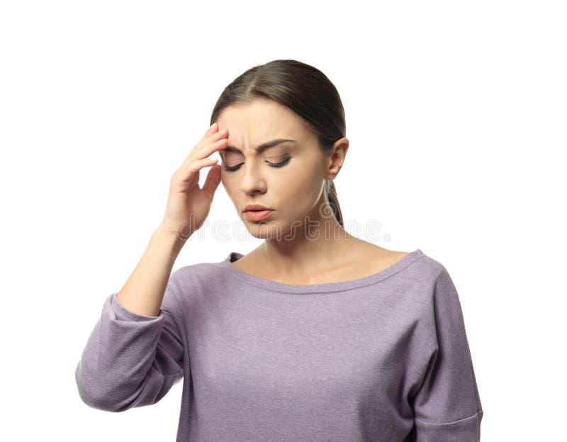 Sofferenza della donna dall'emicrania su fondo bianco immagine stock libera da diritti