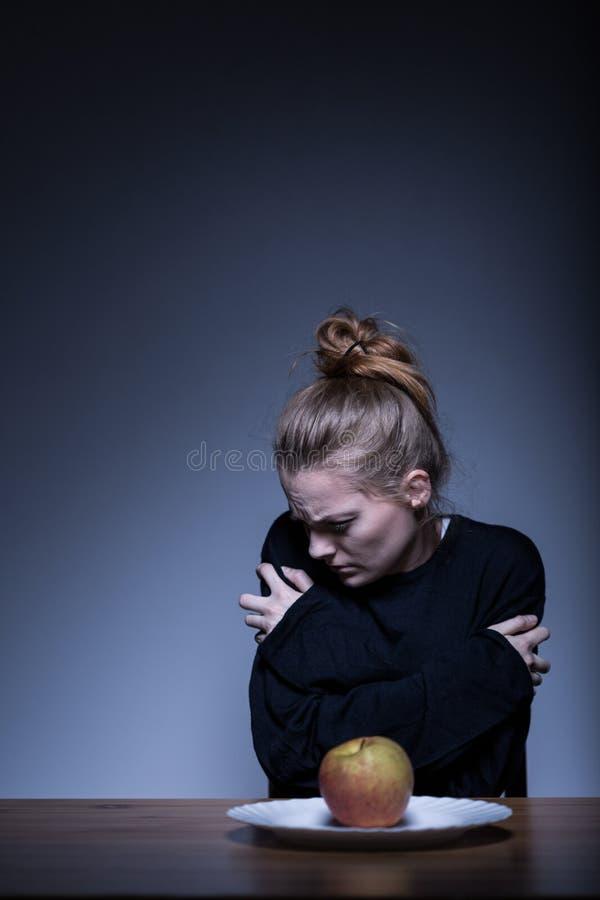 Sofferenza femminile dall'anoressia immagine stock libera da diritti