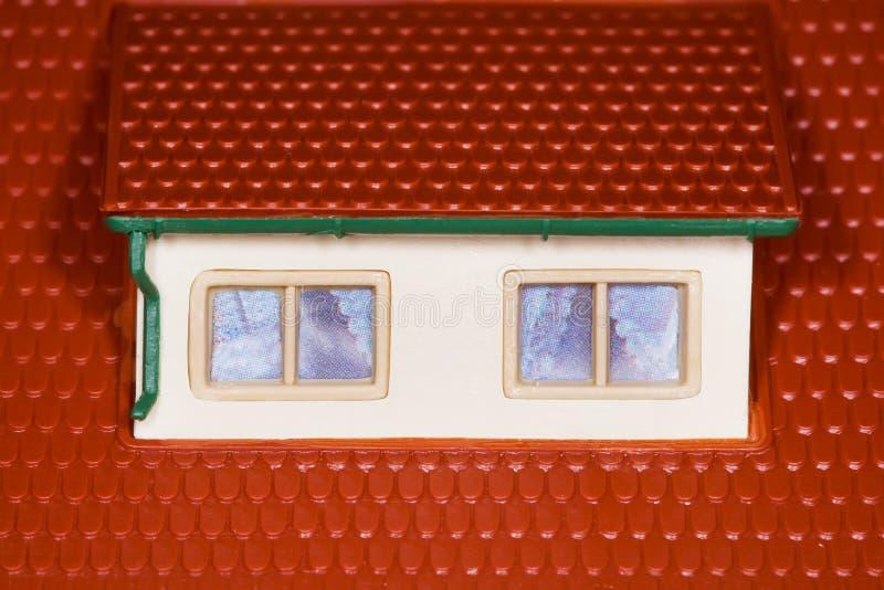 Soffitta sul tetto della casa di plastica del giocattolo due finestre immagine stock immagine - Stock finestre pvc ...