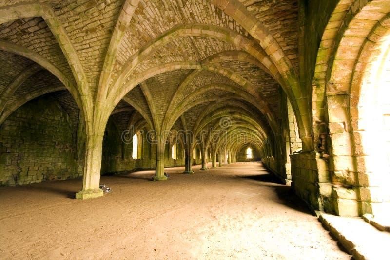 Soffitti Vaulted nell'abbazia delle fontane in Yorks del nord immagini stock