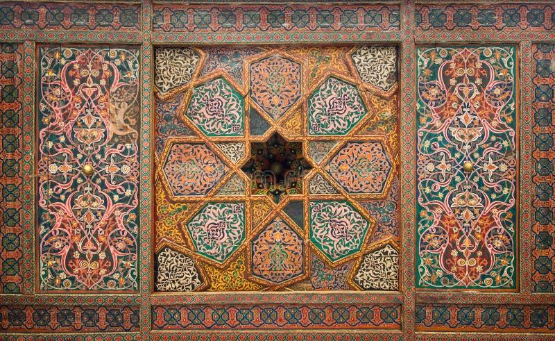 Soffitto di legno, ornamenti orientali da Khiva fotografie stock libere da diritti
