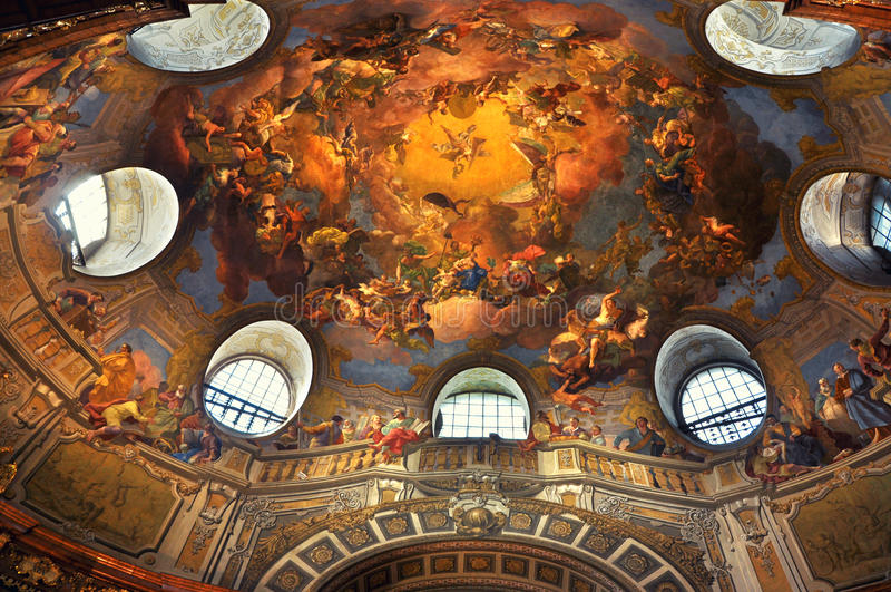 Soffitto dipinto nella biblioteca di Vienna immagini stock
