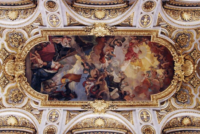 Soffitto dorato della chiesa fotografie stock