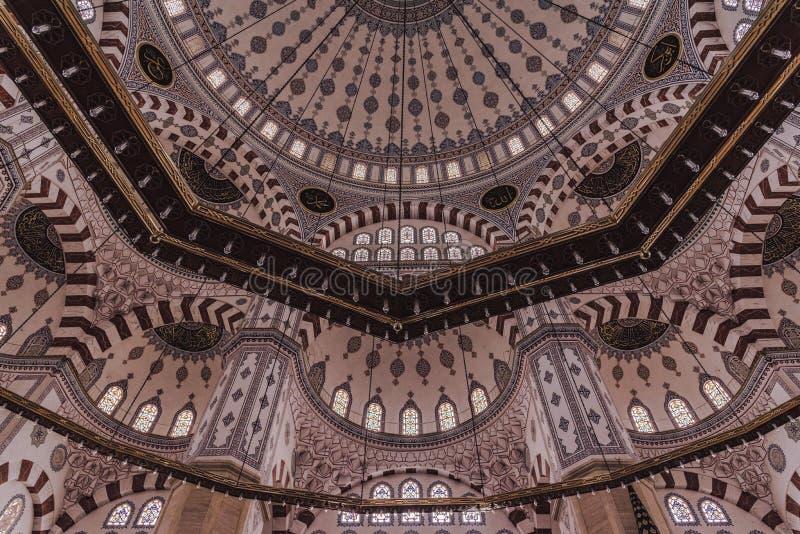 Soffitto interno della moschea centrale dell'Adana l'altra moschea centrale di Sabanci di nome, dell'interno immagine stock