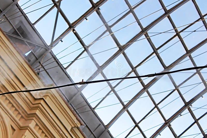 soffitto trasparente del GOMMA e sistema di irrorazione dell'acqua dell'ugello per raffreddare l'aria interna fotografia stock