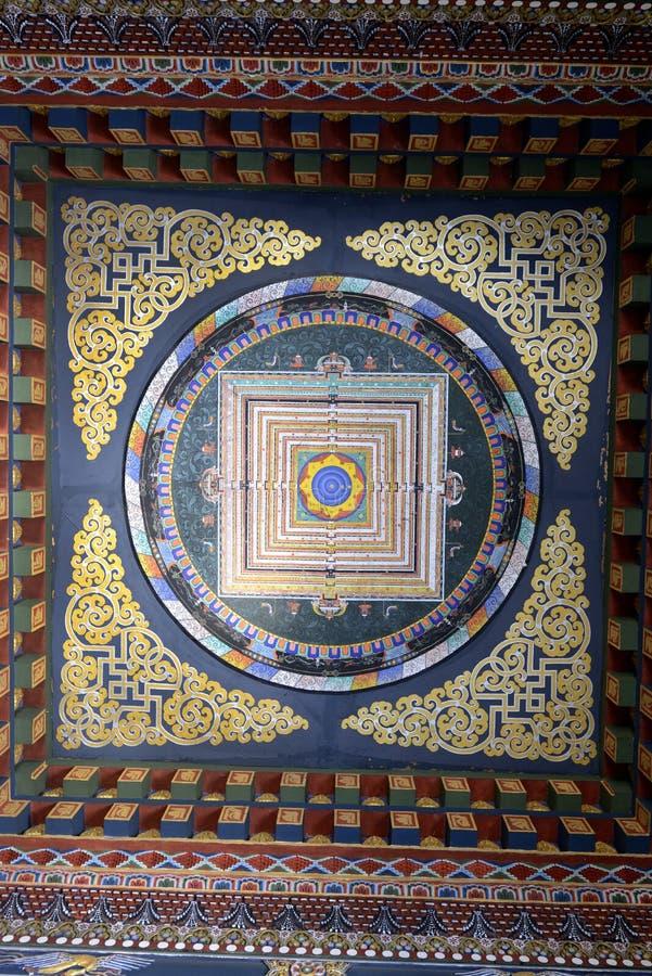 Soffitto variopinto nel monastero reale del Bhutanese immagini stock