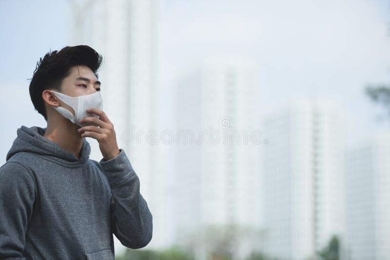 Soffrendo dallo smog immagine stock libera da diritti