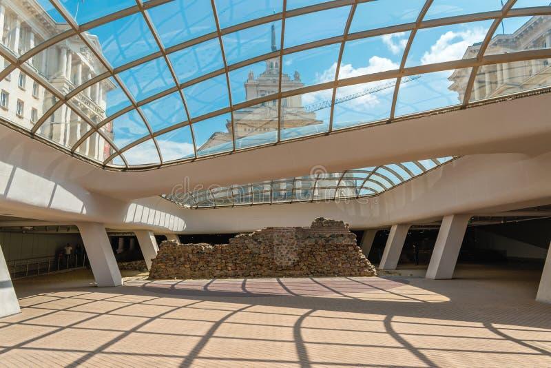 Sofia, Βουλγαρία - 6 13 2018: Αρχαίο Serdika, μια σύγχρονη οικοδόμηση που συντηρεί τις ιστορικές καταστροφές της ρωμαϊκής πόλης στοκ φωτογραφία με δικαίωμα ελεύθερης χρήσης