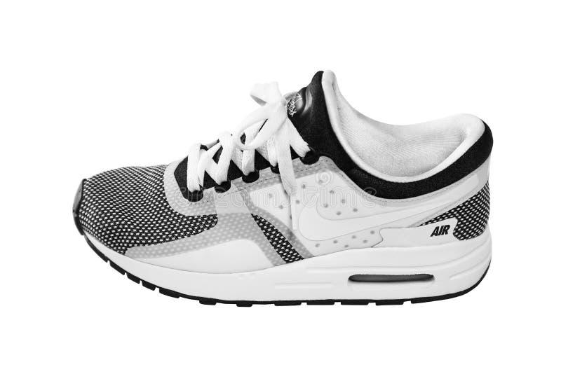 SOFIA BUŁGARIA, LIPIEC, - 1, 2017: Nike Wietrzy MAX Zero Istotnych buty trenery w czarny i biały odosobnionym na bielu - sneakers fotografia stock