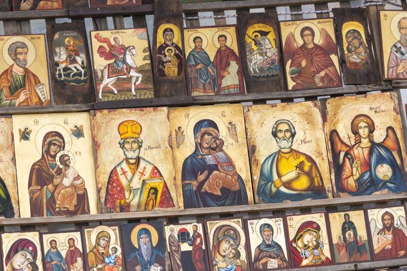 SOFIA BULGARIEN APRIL 14, 2016: Den Wood gjorda ortodoxa klosterbrodern smärtar arkivfoton
