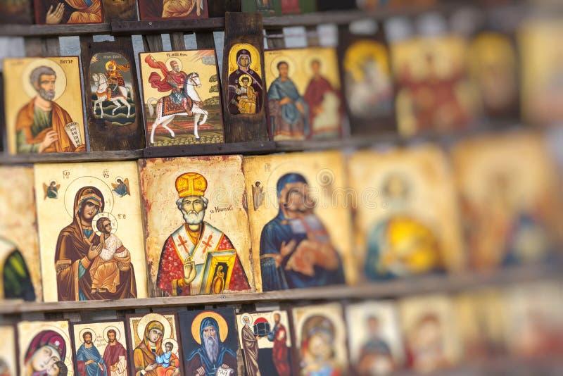SOFIA BULGARIEN APRIL 14, 2016: Den Wood gjorda ortodoxa klosterbrodern smärtar arkivbild