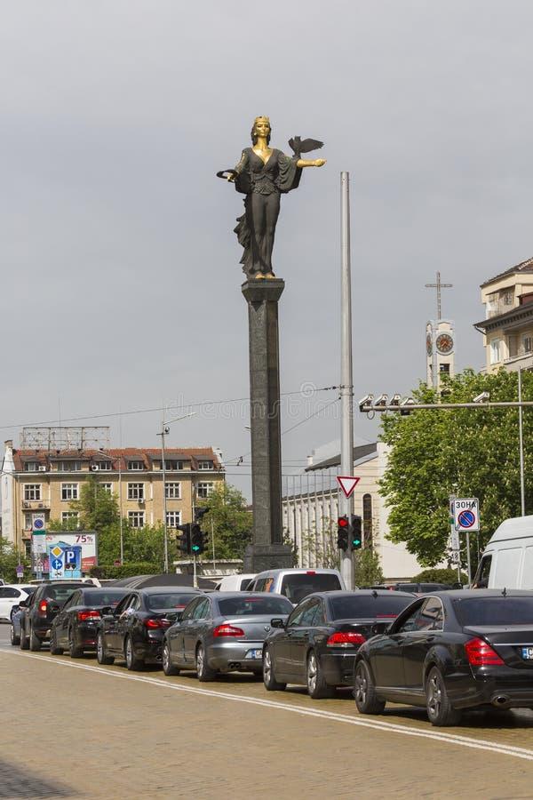 SOFIA BULGARIEN APRIL 14, 2016 - monument av helgonet Sofia i Sofi royaltyfria bilder